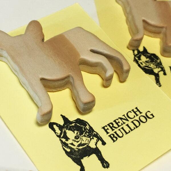 【NEW】フレンチブルドッグのオリジナル木製ブローチA ナチュラル・ウッド・シンプル手作り・ハンドメイド犬・雑貨・バッジ・バッチ・オーナーグッズフレブル・アクセサリー・動物・シルエット