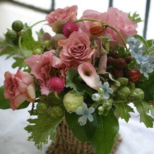 誕生日プレゼント女性季節の花でおまかせアレンジメント開店オープン結婚記念日お祝いフラワーお見舞い退職送別花ピンクBerryベリー