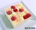 花びら一枚一枚をバタークリームで繊細に仕上げたケーキ花束の下にはバタークリームと、クリームと相性の良いオリジナルレシピのダクワーズ生地の層になっておりフランボワーズのジャムがアクセントになっています。 大切な方に花束を渡すような気持ちで選んでいただけるように作りました。お祝い・お誕生日・バレンタイン・ホワイトデー・贈り物・ギフト・プレゼント・記念日・サプライズ・恋人・家族・母の日・ご結婚など特別な人への贈り物にお勧めです。 ※解凍方法:冷蔵庫に移して2時間を目安に解凍して下さい。解凍後は冷蔵庫で保管の上、解凍日を含め3日以内にお召し上がり下さい。 ※個別配送専用BOX(60サイズ)に入れてお届け致します。同梱不可商品となります、ご了承ください。 ※本商品は熨斗対応致しておりません。 ※本商品の仕様変更により「beillevaireロゴ】の印字プレートは付属致しません。 商品名 ガトーオブーケ ロゼ 名称 バターケーキ フラワーケーキ 原材料 砂糖(ベトナム製造)、卵白、バター、アーモンドパウダー、小麦粉、乾燥卵白、ラズベリージャム(ラズベリー、砂糖、濃縮レモン果汁)、乳等を主要原料とする食品、チョコレート、洋酒/着色料(赤102、赤104、黄4、青1)、ゲル化剤(ペクチン)、乳化剤、香料、(一部に卵・乳成分・小麦・オレンジ・りんご・大豆・アーモンドを含む) 賞味期限 出荷日を除き29日 保存方法 冷凍(-18℃以下)で保存してください。 解凍後は冷蔵(10℃以下)で保存してください。 アレルギー 小麦・卵・乳・オレンジ・りんご・大豆・アーモンド 箱のサイズ(cm) 縦14.65×横14.65×高9.9発送用専用段ボールサイズ:縦20×横20×高15 内容量 縦14.5cm×横14.5cm×高7.5cm 約905g 配送方法 クール便(冷凍発送) 熨斗対応 対応不可 製造者 株式会社ティーケーシン 静岡県田方郡函南町平井1708-1 ※楽天のシステム上、温度帯が異なる商品を同一のカゴでご注文した場合、それぞれ送料が別途かかります。 後ほど当店より送料を加算したご案内メールをお送りしますので、ご確認下さいませ。 ※また同じ温度帯の商品を複数注文の場合、後ほど当店より同梱送料を修正したご案内メールをお送りしますので、ご確認下さいませ。 ※ベイユヴェール beillevaire べいゆべーる ベイユベール ヴェイユヴェール べゆべる べーゆべーる ベーユベール