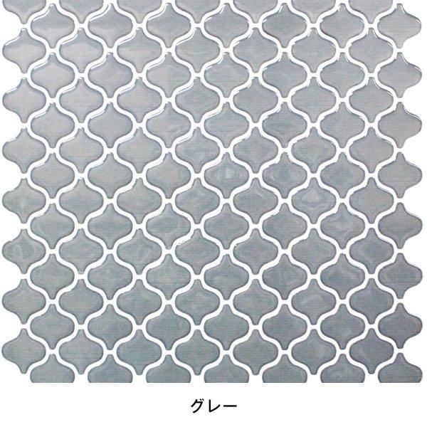 グレーのタイルに白い目地というスタンダードなデザインのモロッカンタイルシール。汎用性が高く、いろいろなテイストのインテリアに寄り添ってくれます。
