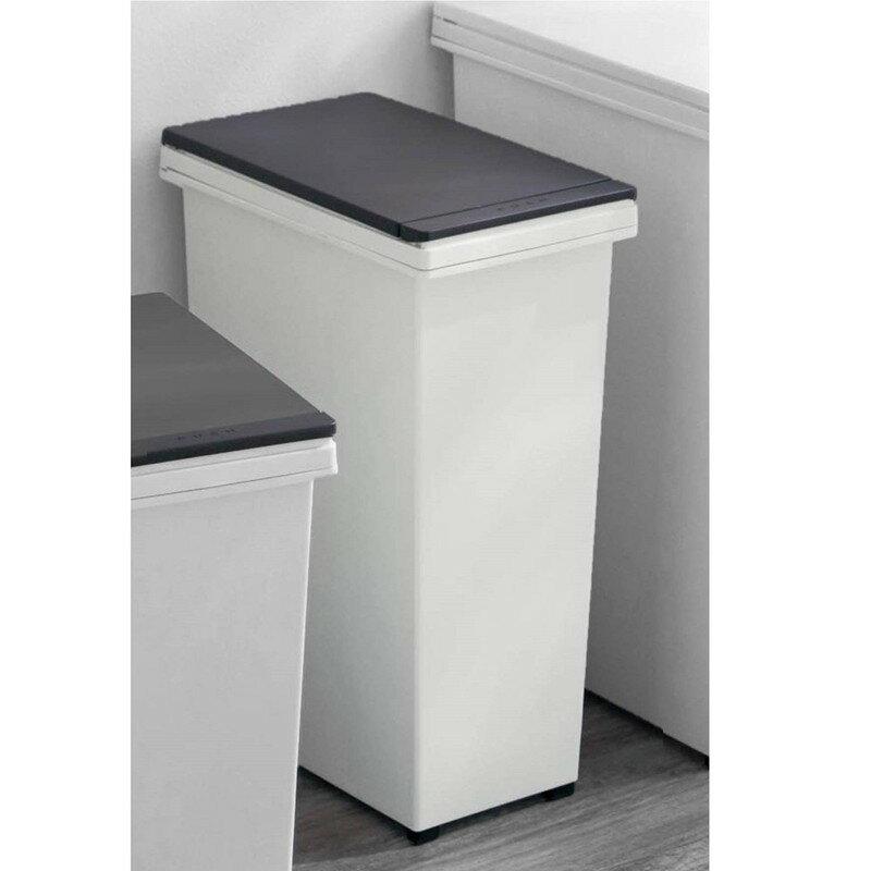 ベルメゾン『ワンプッシュでオープンするキャスター付き角型スリムゴミ箱』