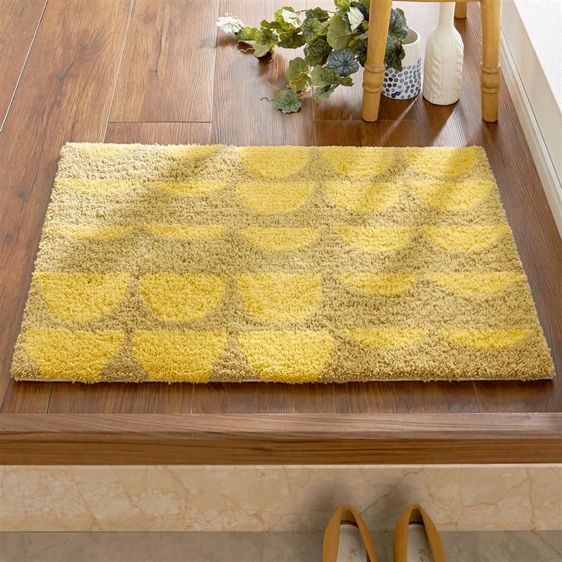 丈夫なアクリル100%で密度のあるパイルで作られたマットは足触りも心地よく、日本で作られているため細部まで丁寧に作られています。