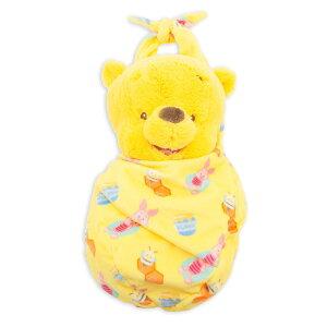 【1-2日以内に発送】 ディズニー Disney US公式商品 くまのプーさん ぬいぐるみ ベビー こうのとり ブランケット 人形 おもちゃ 小サイズ [並行輸入品] Winnie the Pooh Plush in Pouch - Babies Small グッズ ストア プレゼント ギフト 誕生日 人気 クリスマス 誕生