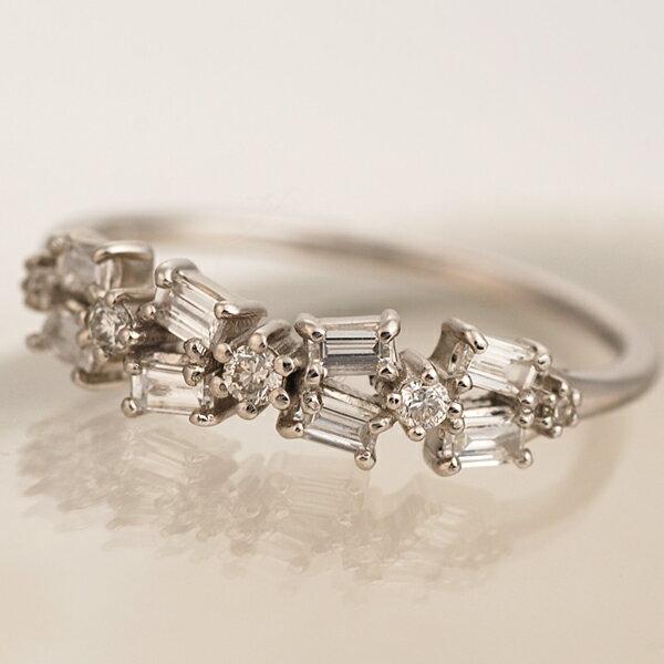 「バゲットリボン」ダイヤモンドリング対応金種:K18ホワイトゴールド/K18イエローゴールド/K18ピンクゴールド(写真はK18WG):ベーネ・ベーネ