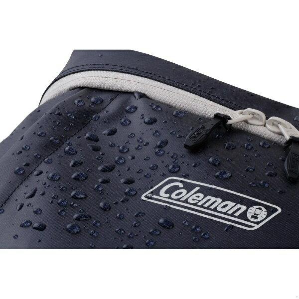 防水加工を施した、タフなポリエステル素材を使用。突然の雨でも安心ですね。野球やサッカーなど、屋外スポーツをやっている方のもおすすめ。外の地面にも置きやすいリュックです。