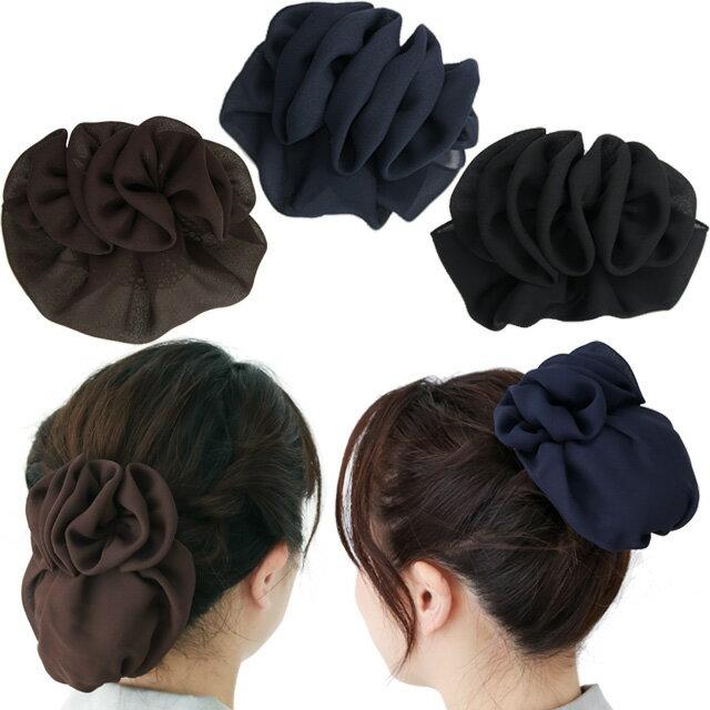 【送料別】リボン バレッタ シニヨン ネットカバー付きドレープのモチーフ柔らかいジョーゼットの自然な造形がオーガニックなイメージ立体的なデザインは後ろ姿の品格をアップします。大人 髪飾り 和装 お団子 シニョン ブラック 葬式 仕事 業務 着物