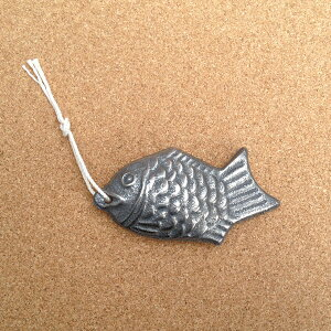 【4個までゆうパケット対応】『鉄の健康鯛』【鉄分 補給 砂出し 色つけ 便利 キッチン 鉄玉子 雑貨】