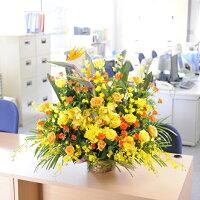 季節のお花を沢山使用致します。