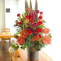 季節のお花で鮮やかにしてお届け致します。