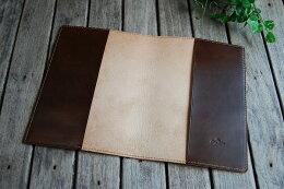 革の裏面は磨き処理したバックスキンのままになります。