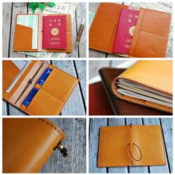 中央のゴムバンドにトラベラーズノートやパスポートが装着できます。