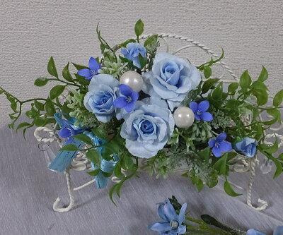 ブルーローズのチェアーアレンジブルーローズ・ブルーのバラリングピロー・ホワイトデー・結婚祝い・母の日枯れない花・幸せ色のブルーの花CT触媒・光触媒