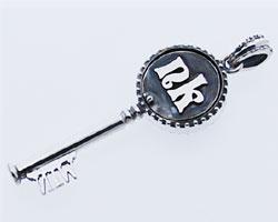 【シルバーペンダント】シルバー925鍵のネックレス[王冠WIN]イニシャルマーカーKeyペンダント[送料無料]男女兼用クリスマスギフト