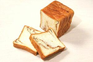 デニッシュ食パン(チョコレート) ジャストサイズのボローニャふわふわ生地にチョコレートを折...