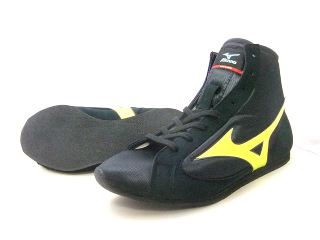 ミズノショート boxing shoes ( our original black x Flash yellow black sole ) ランバードロゴ on original shoe bag with (boxing supplies & ring shoes)