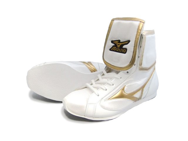Mizuno reinforced with folded short boxing shoes ( our original White x metal gold ) ランバードロゴ on original shoe bag with (boxing supplies & ring shoes)