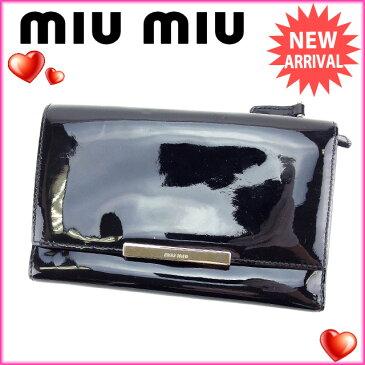 【中古】 ミュウミュウ miumiu 三つ折り財布 ファスナー メンズ可 ロゴプレート ブラック×シルバー エナメルレザー (あす楽対応)良品 Y3250