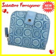 【送料無料】 サルヴァトーレフェラガモ Salvatore Ferragamo 二つ折り財布 ラウンドファスナー メンズ可 ガンチーニ柄 ブルー×シルバー レザー (あす楽対応) 即納【中古】 G751