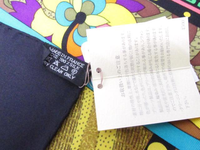 旅の足跡を残す女 スカーフ