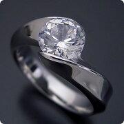 1カラット版:面がシャキッとして硬質な婚約指輪