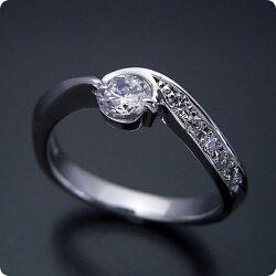 シンプルで相当スタイリッシュな婚約指輪