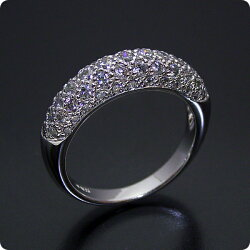 ダイヤモンドが輝くパベセッティングリング