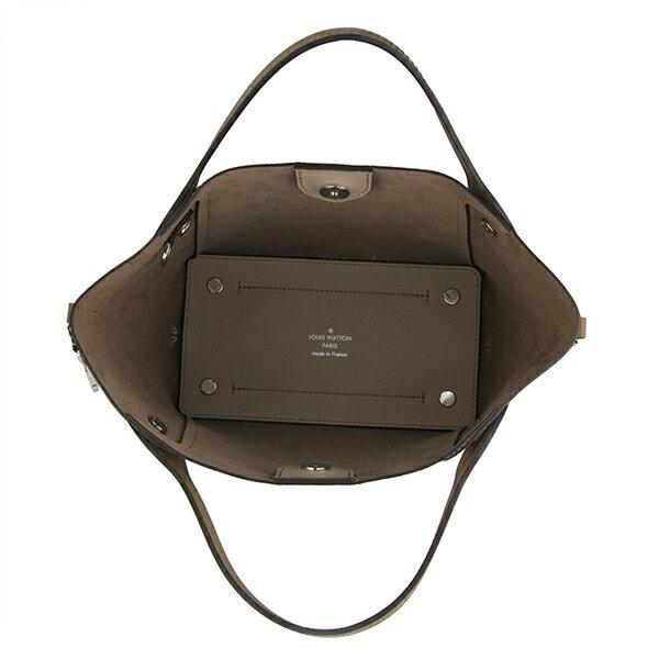 75705fd04901 上質なレザーにモノグラムパターンをパーフォレーションで施したマヒナ・レザーのハンドバッグ「HINA  PM」。外出時の必需品を収納するのに最適なサイズ感と取り外し ...