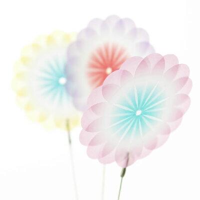 紙でできた儚げなお花。花付箋