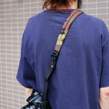 <公式>伸縮自在のカメラストラップ/diagnl(ダイアグナル)/NinjaCameraStrap(ニンジャカメラストラップ)WITHPAD{一眼レフ}{伸縮自在}{カメラ一眼}{マイクロ}{ミラーレス}