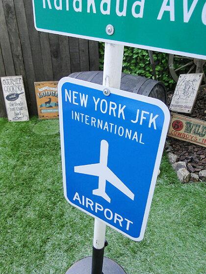 エアポートのトラフィックサイン(ニューヨーク・JFK)★看板