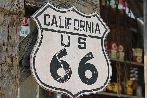 新品だけど「味」がある、木製看板。昔のルート66のウッドサイン(ルート66/カリフォルニア) ■ 木製 ウッド アメリカ 看板 サインプレート サインボード アンティーク アメリカン雑貨 アメリカン雑貨 壁面装飾 装飾 ディスプレイ 内装 人気 西海岸 西海岸スタイル 壁飾り