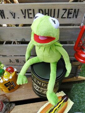 """全国のカエル好きに""""とっておき""""を贈ります♪ カーミットのぬいぐるみ ■ こだわり派が夢中になる!人気のアメリカ雑貨屋 アメリカ雑貨 アメリカン雑貨 インテリア雑貨 おしゃれ Disney ディズニー Muppets Kermit Plush レトロ プレゼント ぬいぐるみ アメキャラ 即納"""
