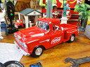 コカ・コーラ 1955年シボレー・5100ステップサイド・ピックアップのダイキャストモデルカー 1/24スケール ■ コカコーラグッズ ミニカー 雑貨 グッズ ...