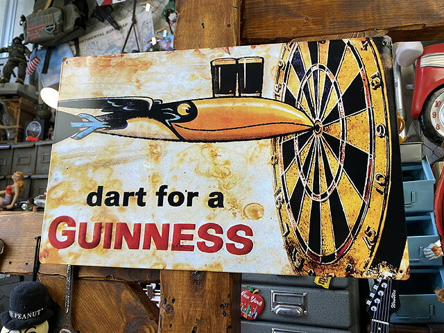 ギネスビールのブリキ看板(トゥカン&ダーツボード)