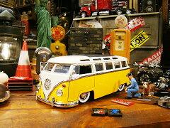 最もゴージャスな仕様の23ウィンドウがモデル!Jada 1963年フォルクス・ワーゲンバスのダイキャ...
