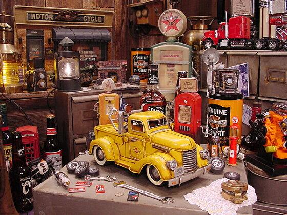 ペンズオイルレッカートラックのブリキオブジェ