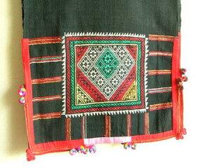 オリエンタルらしい素朴さが魅力!タペストリーやテーブルランナーとして楽しめるラオス刺繍古...