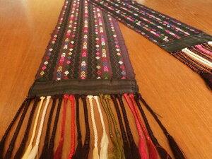 タペストリーやランナーなどインテリアクロスにおすすめ!フリンジがついた細長い絹織り物。ラ...