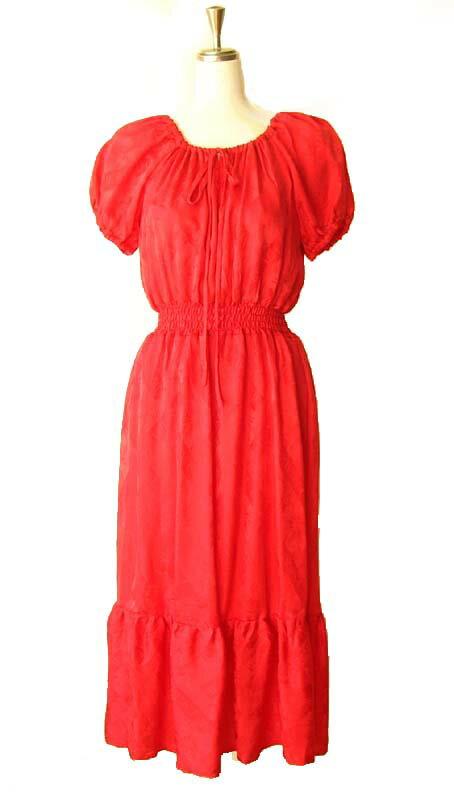 シルクで仕立てたレッドのフェミニンな洋服