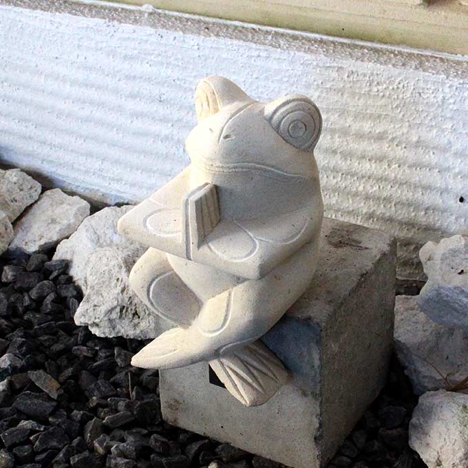 お祈りカエルの石像 中 H21cm オブジェ