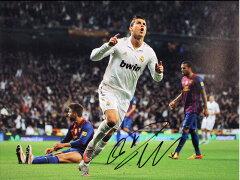 クリスティアーノ・ロナウド 直筆サインフォト Goal Celebration Against Barcelona /Cristiano...