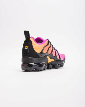 送料無料 Women's ウーメンズ 店舗限定 NIKE W AIR VAPORMAX PLUS BLACK/BLACK-FUCHSIA BLAST-RUSH AO4550-004 ナイキ エア ヴェイパーマックス プラス ブラック マルチカラー 靴 スニーカー アパレル ファッション