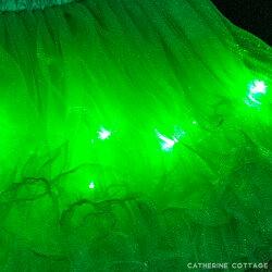 光るチュールスカート