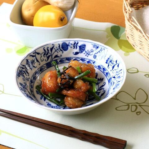染付肉じゃが鉢 青のコントラストが美しい 和ボウル 中鉢 煮物鉢 和食器 レトロ 国産 美濃焼