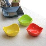 ポップなカラーの三角小鉢8.5cm小鉢小付箸休めボウルボール赤黄色緑お菓子入れカフェ器お皿皿食器陶器磁器陶磁器シンプルおしゃれオシャレかわいい