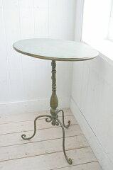 薄グリーンのアンティーク塗装のオーバルテーブル♪ベランダやお部屋のコーナーなどのディスプ...