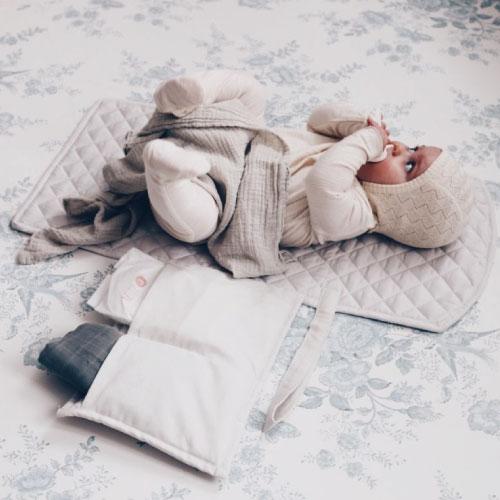 KongesSloejdコンゲススロイドおむつ替えパッドおむつ交換シートCHANGINGPADチェンジングパッドベビー赤ちゃん持ち運びおでかけ出産祝いギフトプレゼント収納ポケットつき