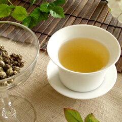 ジャスミン茶を送料無料で。ジャスミンの花のつぼみが開く瞬間の香りを8回香りづけした高級ジャ...