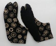 武家家紋(黒地)4枚コハゼ[男性25.0cm〜日本製行田男家紋柄足袋メール便可]※商品により、柄の出方が異なります