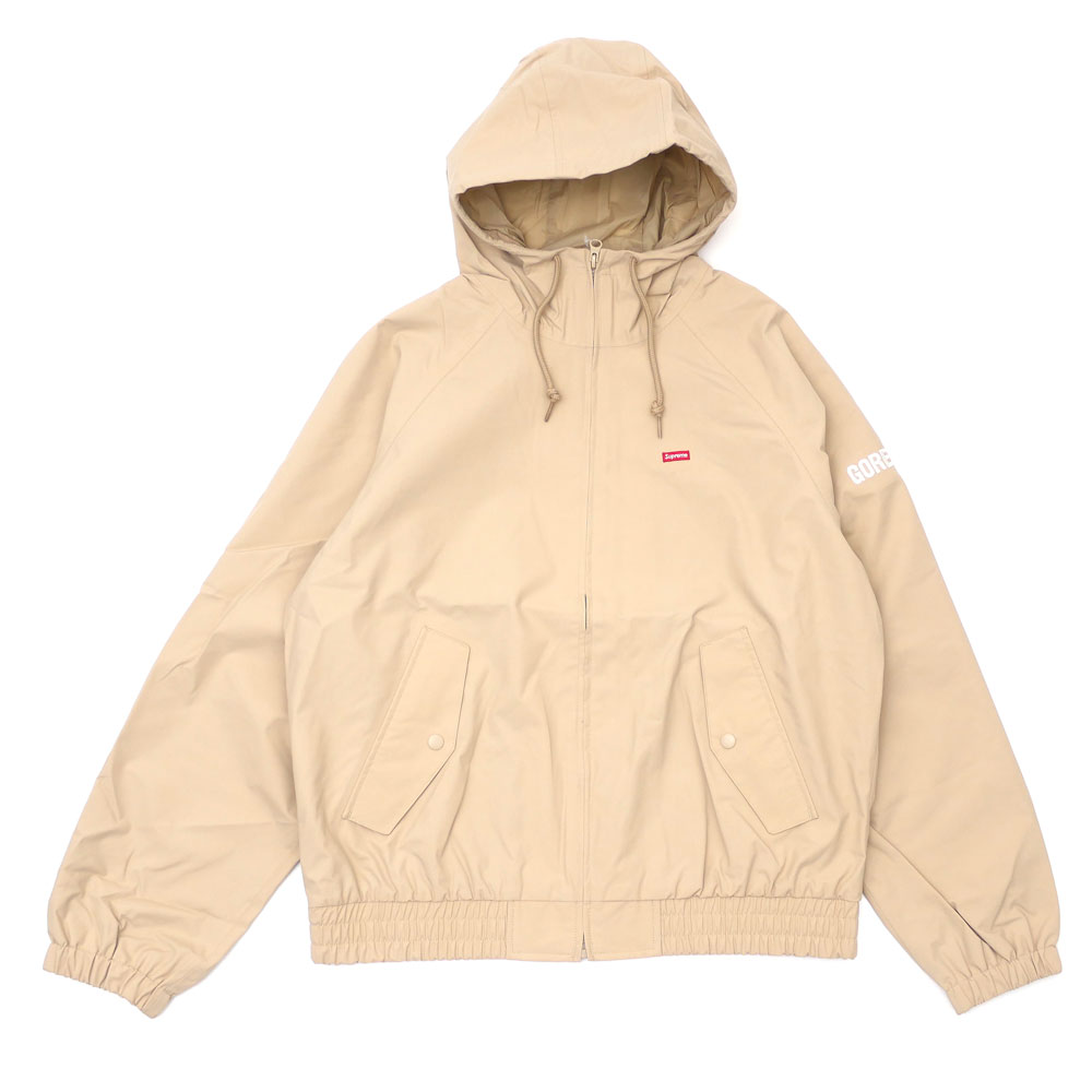 1492f4b4 Here comes a jacket made of functional GORE-TEX fabric. GORE-TEX has high  windbreak performance, moisture permeability, and waterproof property.